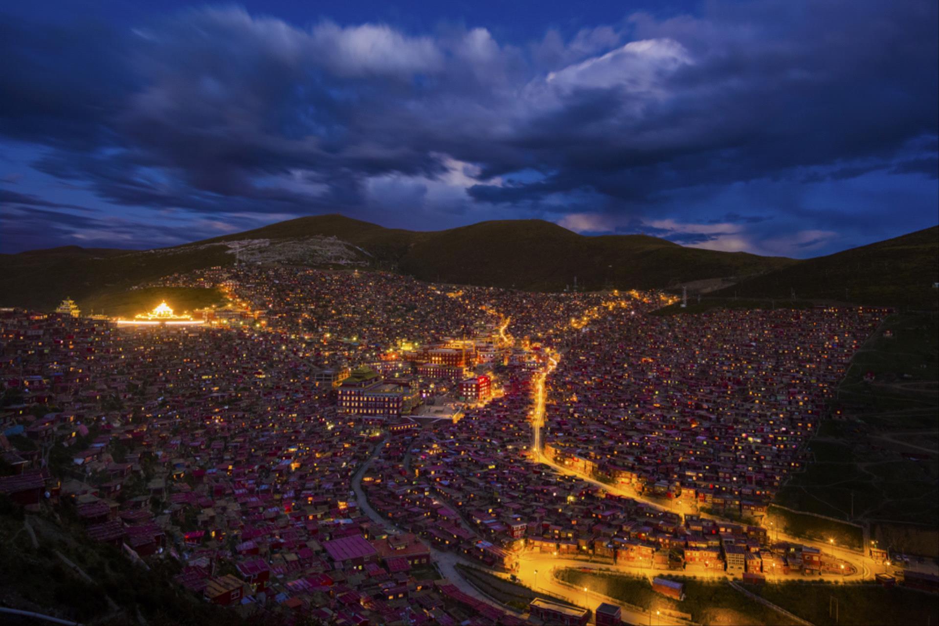 PhotoVivo Honor Mention - Yuebin Chen (China)  Myriad Lights