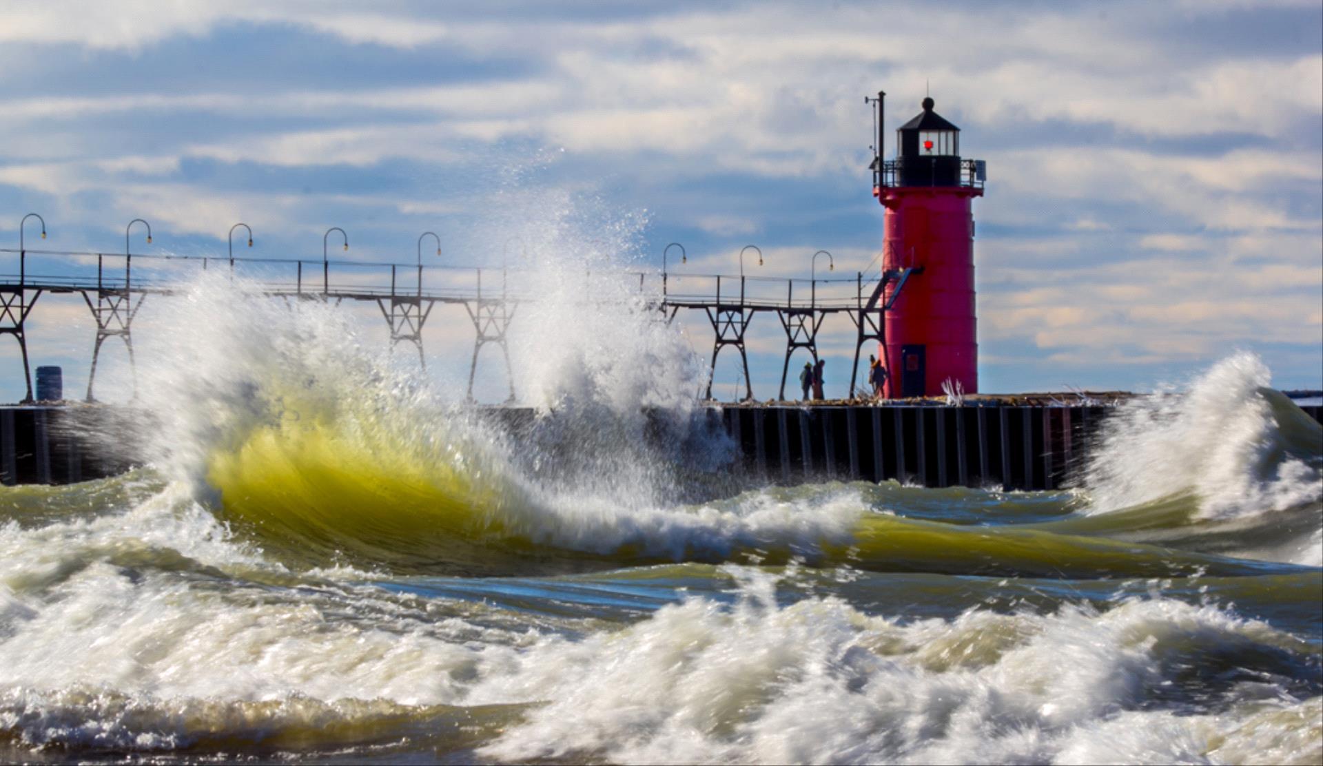 DIPA Merit Award - Xin Xin Liang (USA)  The Lighthouse And Waves