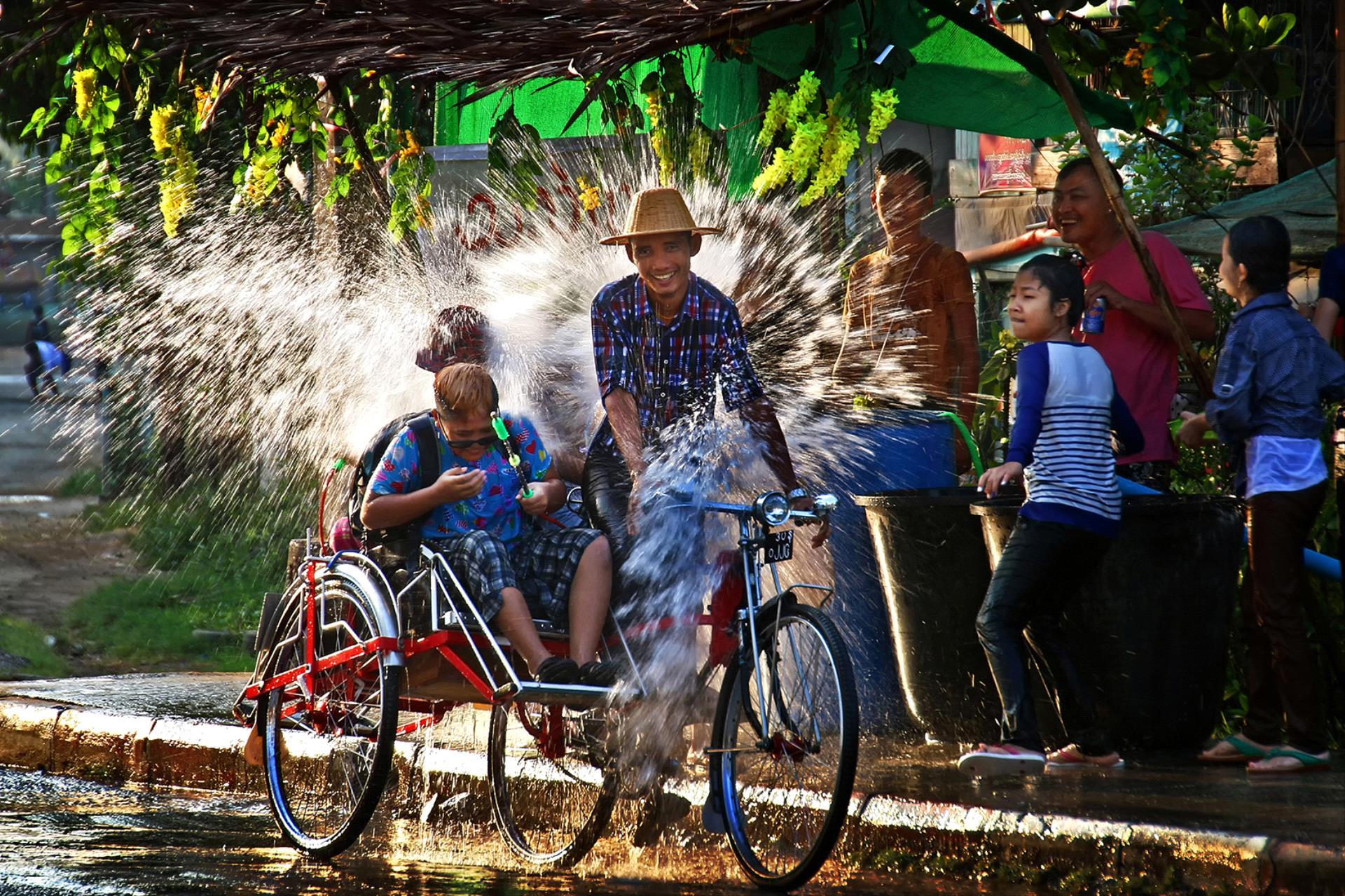 DIPA Silver Medal - Zaw Min (Myanmar)  Water Festival 2