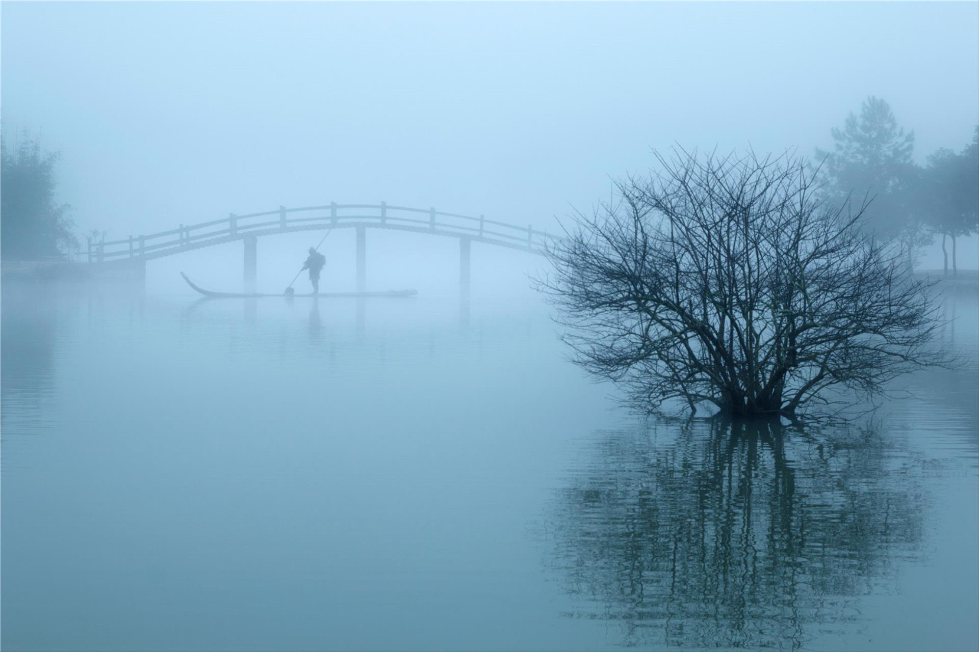 PhotoVivo Honor Mention - Bin Yu (China) <br /> Lonely Boat