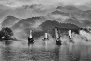 PhotoVivo Honor Mention e-certificate - Pui-Chung Yee (Singapore) <br /> Lishui Foggy Boats Paradise